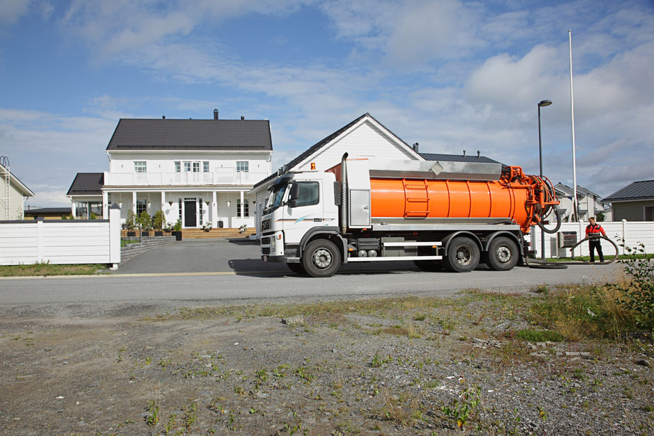 Tarjoamme luotettavaa kaivojen tyhjennyspalvelua vuosien kokemuksella. Toimimme paikallisesti alueella Kokkola, Kälviä, Lohtaja ja Pietarsaari.